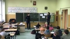 Sztum: O bezpiecznym poruszaniu się na drodze i w internecie. Lekcje policjantek dla dzieci z SP w Bruku – 20.03.2017