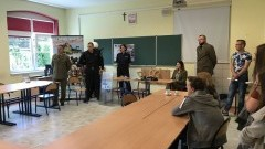 Policjanci na dniu otwartym Zespołu Szkół w Dzierzgoniu. Promowali zawód policjanta i opowiedzieli o interaktywnej Mapie Zagrożeń – 15.05.2017