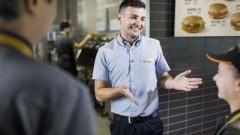 McDonald's kusi studentów umową o pracę i elastycznymi godzinami!