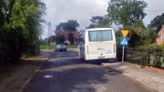 NDG: Mistrz parkowania, zostawia autobus przy skrzyżowaniu. - 05.10.2017
