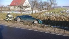 Gmina Mikołajki Pomorskie: Poślizg i pechowe dachowanie w Kołozębiu – 13.02.2018