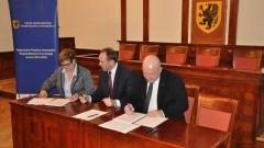 """Umowa na dofinansowanie projektu """"Aktywny Dzierzgoń - usługi społeczne szansą na wzrost liczby trwałych miejsc świadczenia usług społecznych"""" podpisana! - 21.02.2018"""