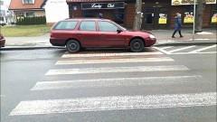Nowy Dwór Gdański: To jest dopiero Mistrz parkowania! Instruktaż jak zająć całe przejście dla pieszych
