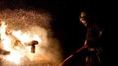 Podpaliła mieszkanie i samochód. Z obrażeniami ciała została zabrana śmigłowcem LPR do szpitala