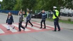 """Pomorscy policjanci zadbają o bezpieczeństwo uczniów. Ogólnopolskie działania """"Bezpieczna droga do szkoły""""."""