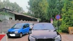 Niedzielne parkowanie na zakazie postoju w Nowym Dworze Gdańskim. Mistrzowie (nie tylko) parkowania.
