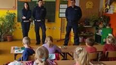 """Spotkanie w ramach programu """"Uczę się bezpieczeństwa"""" w Myślicach."""
