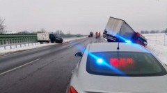 Wypadki w powiecie nowodworskim. Policjanci apelują o rozwagę na drodze.