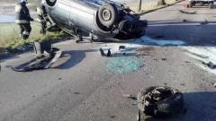 Budzisz: Auto dachowało po zderzeniu z drzewem.