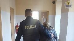 120 porcji narkotyków i ponad 13 tys. zł. Policjanci zatrzymali 64-latkę.