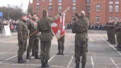 """Rodzinna tradycja wojskowej przygody. Przysięga """"terytorialsów"""" w Malborku."""