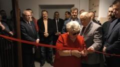 Uroczyste przecięcie wstęgi w nowej siedzibie PCK w Malborku.