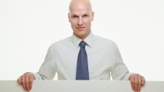 Elegancka koszula męska w dużym rozmiarze – co wybrać, a czego unikać?