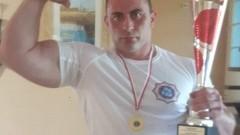Policjant ze Sztumu Mistrzem Polski w siłowaniu na rękę.