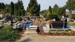 Bomba w grobie na cmentarzu komunalnym w Malborku.