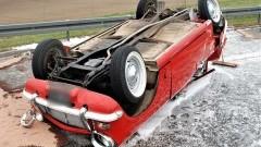 Dachowanie na A1 po zderzeniu dwóch aut.