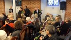 Tulipany i występ Tadeusza Seiberta z okazji Dnia Kobiet w Nowym Stawie.