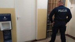 Na widok policjantów wyrzucił woreczek z narkotykami.