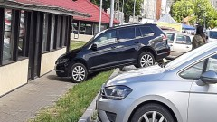 Mistrz (nie tylko) parkowania na targowisku miejskim w Malborku.