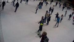 Uwaga, miłośnicy łyżwiarstwa! Lodowisko w Malborku już otwarte. Zobacz na żywo.