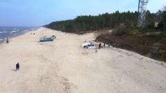 Kąty Rybackie. Pierwsze parawany na plaży w sezonie 2021.