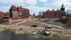Malbork. Budowa bulwaru i kamienic nad Nogatem. Zobacz najnowsze nagranie z drona - kwiecień 2021 [wideo i foto]