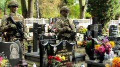 Stare Pole. Poległy żołnierz odznaczony Orderem Krzyża Wojskowego.