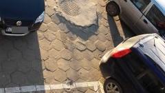 Mistrz(yni) parkowania zablokował(a) wyjazd z parkingu przy Pawilonie na Starym Mieście w Malborku - 04.01.2016