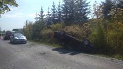 Raport weekendowy sztumskich służb mundurowych. Dachowanie VW passata w Brzozówce. Na dachujący pojazd najechały dwa inne samochody – 9.05.2016
