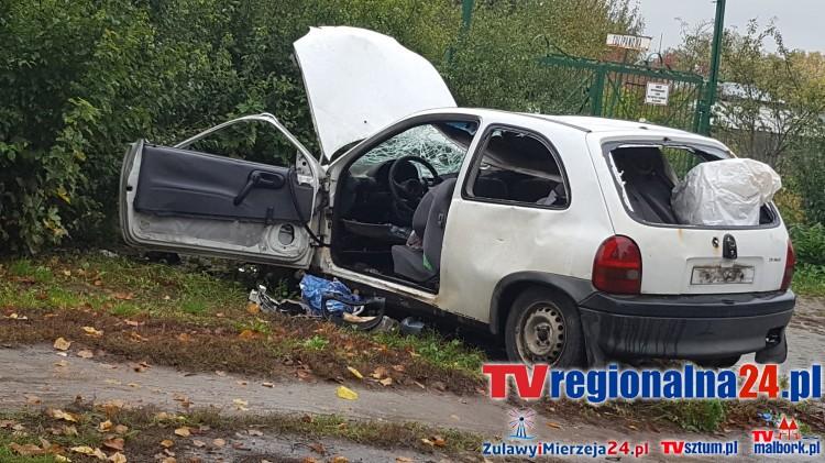 """Porzucony opel corsa w Tczewie. Właścicielem """"bezpańskiego auta"""" jest sztumianin – 11.10.2016"""