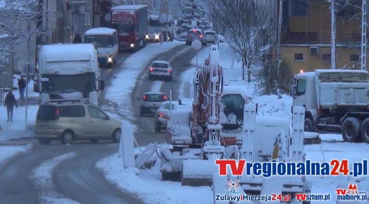 Atak zimy w Sztumie. Zawieja ze śnieżycą na ulicach i chodnikach. (WIDEO) – 28.11.2016