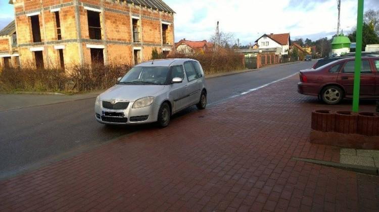 Kierowca spieszył się do banku. Mistrzowie(nie tylko) parkowania przy Lipowej w Stegnie - 29.12.2016