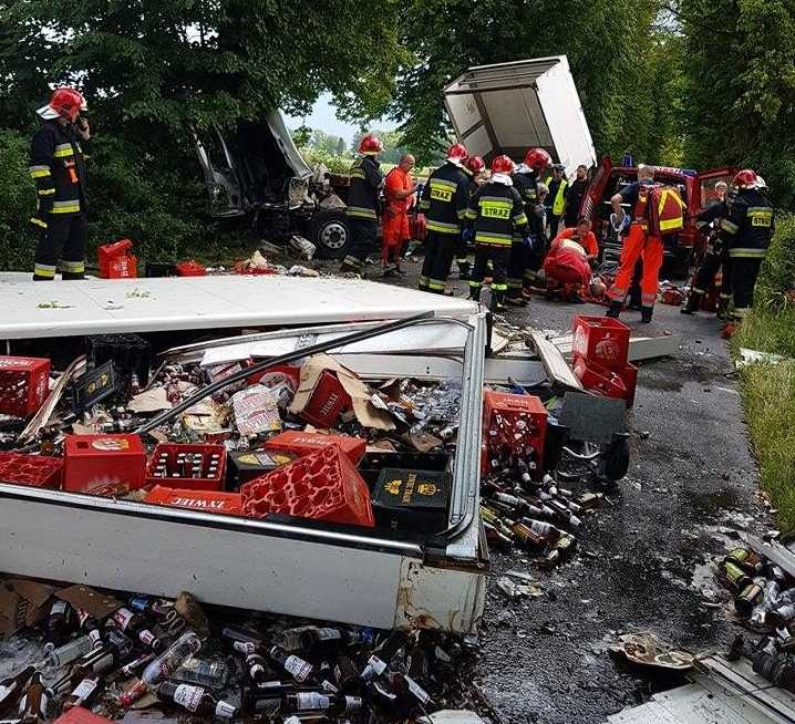 Śmiertelny wypadek na DW 515. Samochód dostawczy uderzył w drzewo. Nie żyje 29-letni pasażer - 20.06.2017