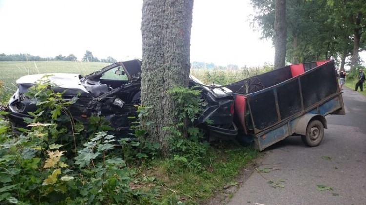 Zderzenie z drzewem i kraksa volkswagenów. Raport weekendowy sztumskich służb mundurowych – 10.07.2017