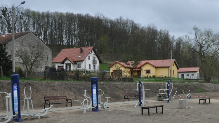 Gmina Sztum: Powstaje siłownia plenerowa, plac zabaw i boisko w Barlewiczkach – 27.09.2017