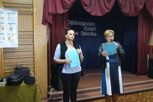 Burmistrz Dzierzgonia Ewa Domańska wręczyła ostatnie nagrody w konkursie plastycznym