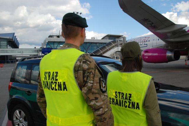 Obrażanie załogi, ignorowanie poleceń i pobicie stewarda. Interweniowała Straż Graniczna! - 23-26.12.2017