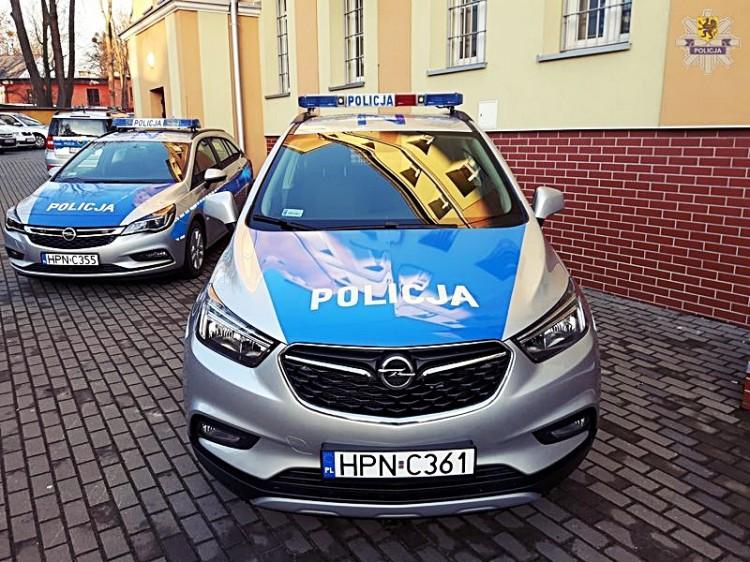 Dwa nowe radiowozy dla dzierzgońskich policjantów - 26.12.2017