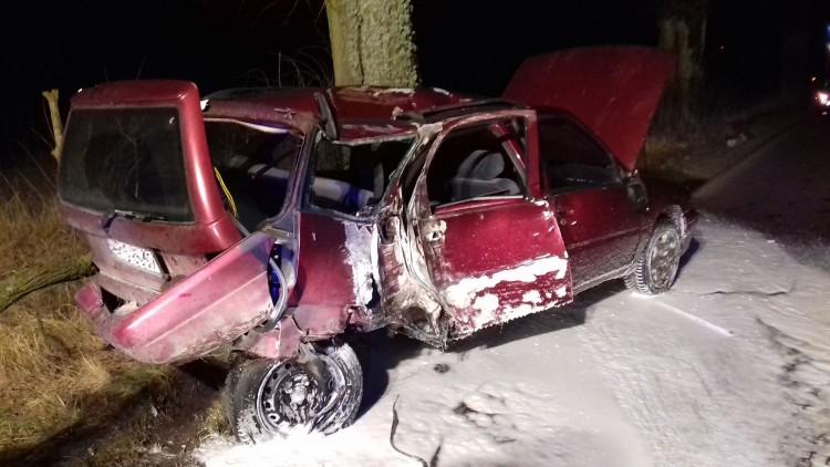 Bałoszyce: Na prostym odcinku drogi uderzyła w drzewo - 04.02.2018