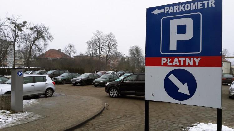 Malbork: Kierowcy płacili nawet w weekendy. Ktoś zerwał informacje na parkometrze - 16.02.2018