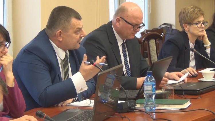 """XXXIX Sesja Rady Powiatu Sztumskiego. Spory o basen. Starosta: """"nie jestem przeciw"""""""