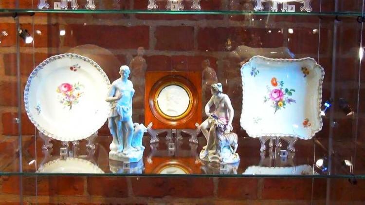 Malbork: Porcelana: patery, misy i szklanice. Nowa wystawa Muzeum Zamkowego – Sztuka jest KUL