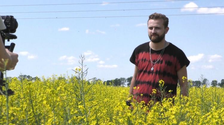 Tadeusz Seibert rozpoczął produkcję swojej debiutanckiej płyty. Z kamerą podpatrzyliśmy jak powstaje teledysk do singla