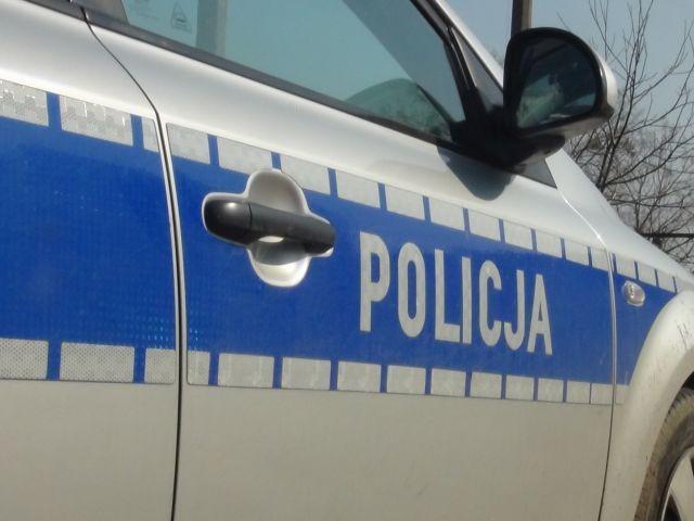 Pęknięta opona przyczyna wypadku w Kępinie. Matka i dziecko z obrażeniami ciała zostali przetransportowani do szpitala.