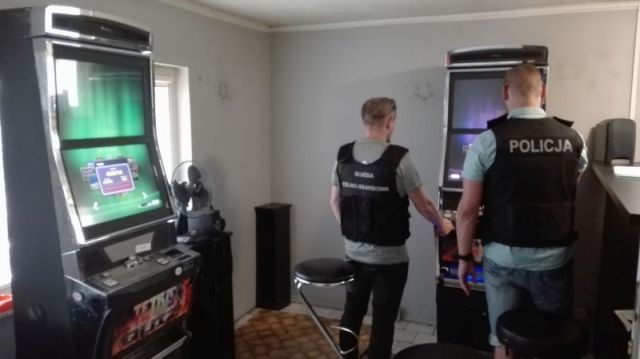 Kolejne automaty do gry zabezpieczone. Wspólna akcja malborskiej Policji oraz funkcjonariuszy z oddziałów celnych