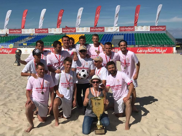 HEMAKO SZTUTOWO Mistrzem Polski w Beach Soccer 2018