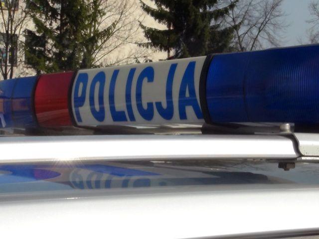 Sztum: Prowadził auto pod wpływem narkotyków. 21-latek zasnął za kierownicą i uderzył w drzewo.