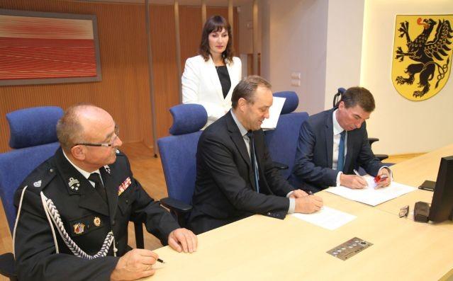 Ponad pół miliona złotych dla 77 jednostek OSP z województwa pomorskiego.