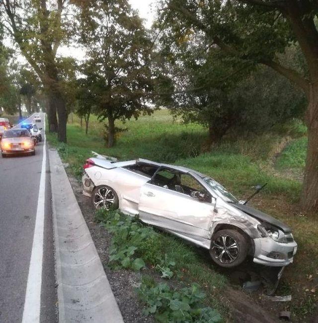 Droga krajowa nr 55: Stracił panowanie nad autem i dachował. 32-letni kierowca z obrażeniami trafił do szpitala.