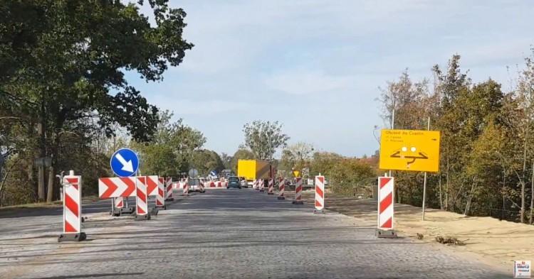 Duże zmiany w organizacji ruchu na węźle w Czarlinie na drogach krajowych nr 22 i 91. Zobacz szczegóły.